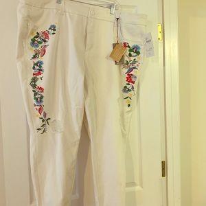 Melissa McCarthy  Jean white distressed jeans
